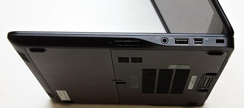 本体左側面。USB3.0コネクター等を配置。
