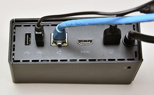 ThinkPad にOneLink ドックをコード1本で接続する事で、電源、ビデオ、USBポート、LANポート、ヘッドフォンが接続できます。接続可能なThinkPadは、E450、E550、Yoga 12、X1 Carbon等。