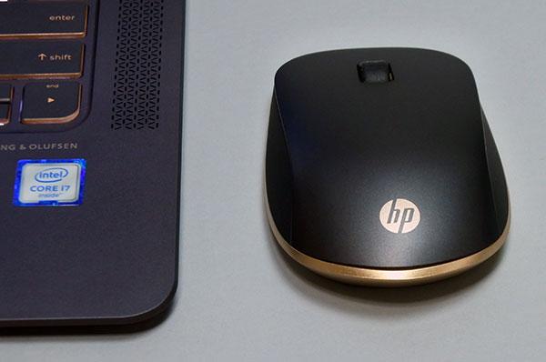 本体と同じデザインのワイヤレスマウス(HP Z5000 Bluetooth マウス)