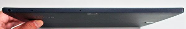 本体前部。厚さ約8mmと薄型。右側に電源スイッチ。