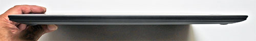 本体前部。高さ17.7mmと薄型(WQHD液晶搭載時レビューモデル)。