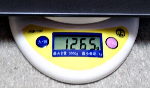本体重量1,265g。カタログ公表値より若干軽め。
