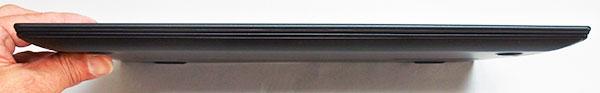 本体前部。高さ16.45mmと薄型(WQHD液晶搭載時レビューモデル)。
