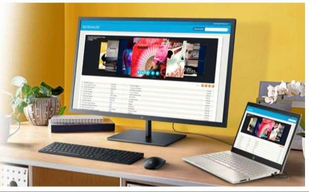 テレワーク作業にもお勧めの大画面モニターとのマルチディスプレイ構成。