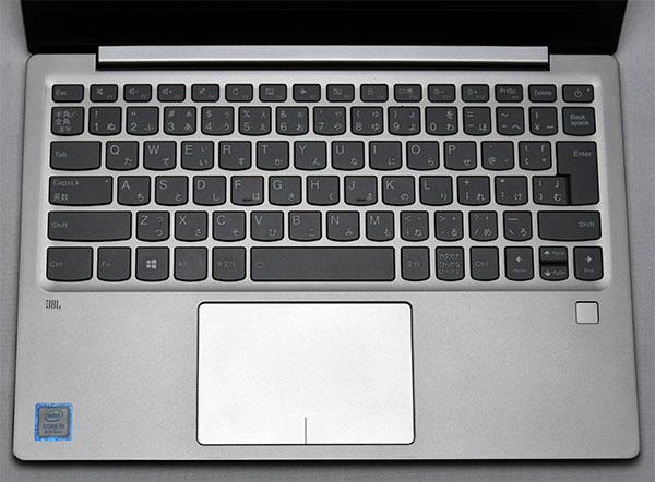 大きなタッチパッドにキーボードの押し加減は指にフィットして使いやすい
