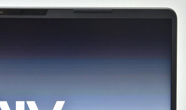 14型液晶画面の左右ベゼルは約4.5ミリと細くなっています。