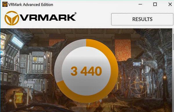 公式的には非対応のNVIDIA GeForce GTX 1050Ti with MAX-Q DesignグラフィックスによるベンチマークソフトVRMARKでのスコア3440を記録。