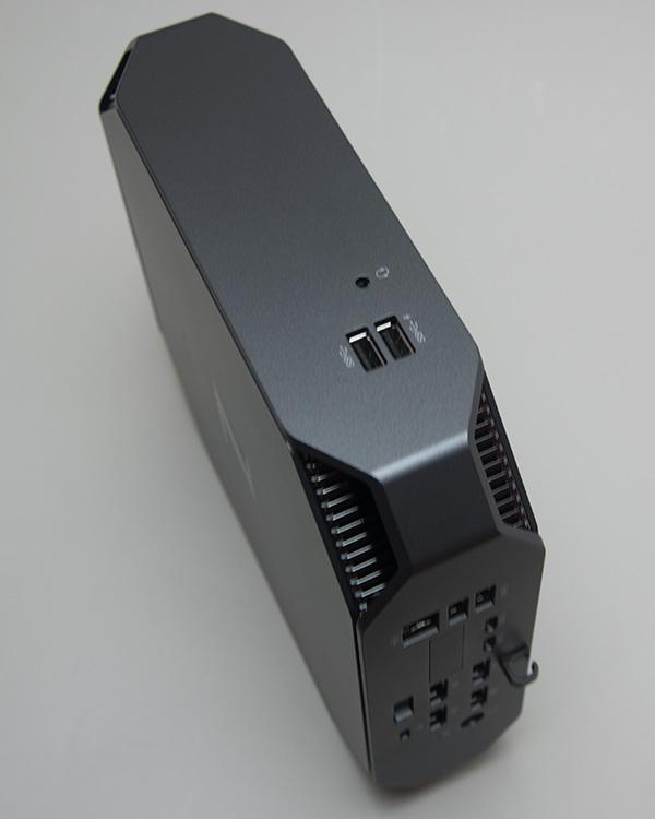 上部 。USB3.0×2個、ヘッドセット。