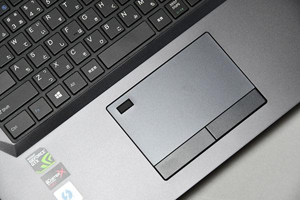 タッチパット右上部に指紋センサーを搭載。