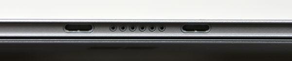 中央の小さい丸部分にキーボード側の端子が接続。その両側の長方形の穴にもキーボード側の突起部分がジョイントされる。