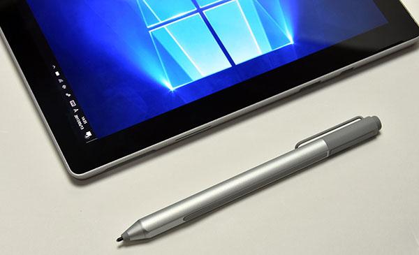 1024段階筆圧感知の専用ペン。