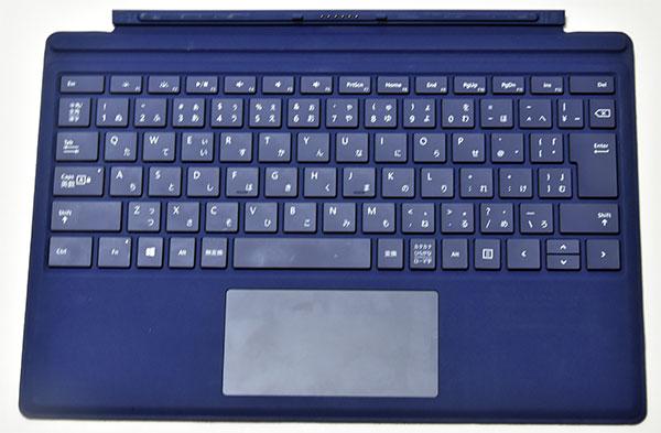 キーボードは調光可能なLEDバックライト対応。