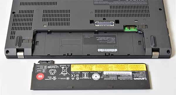 バッテリーは内蔵型(取り外し不可)と可動時交換可能バッテリー2基を搭載。