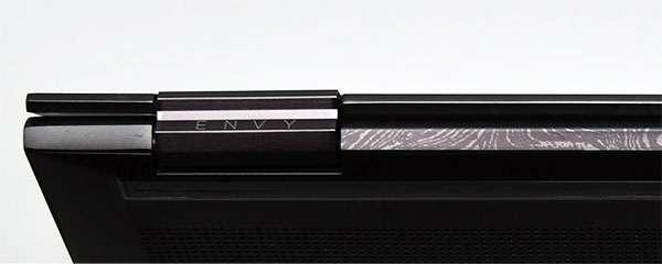 高級な包丁やナイフにも使われるダマスカス鋼の模様