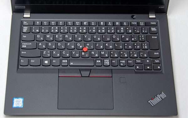 ↓大きなタッチパッドにキーボードの押し加減は指にフィットして使いやすい。