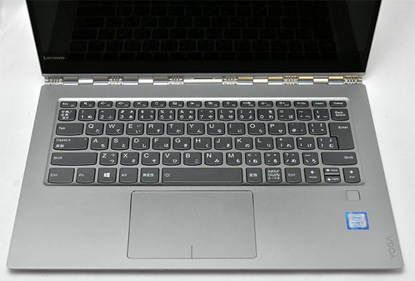 大きなタッチパッドにキーボードの押し加減は指にフィットするいい感じ。