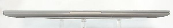 本体前部。最薄厚さ約13.95mmと薄型。