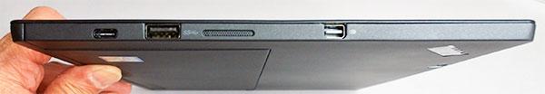 本体右側部。右からMini DisplayPort、スピーカー、USB3.0コネクター、USB-Cコネクター