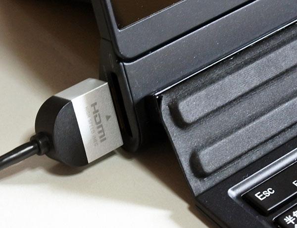 タブレット本体にHDMI接続。