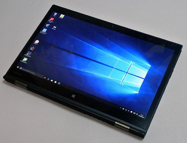 タブレットモード。液晶画面を360°回転、単体タブレットと比較するとキーボードがあるのでどうしても重くなる。
