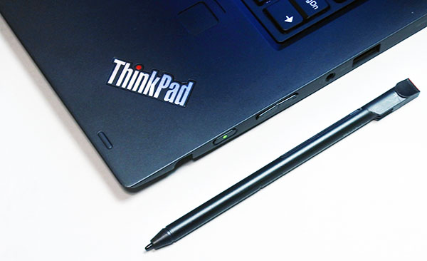 更にThinkPad X1 Yogaには、専用ペンが付属していますのでペン入力ができます。