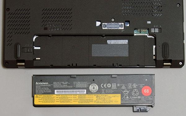 バッテリーは内蔵型(取り外し不可)と可動時交換可能バッテリーを搭載。