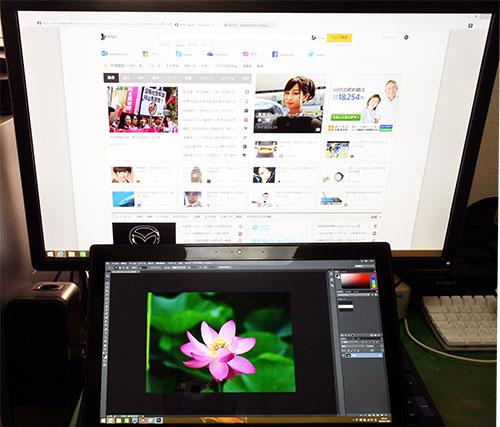 ディスプレイ表示の変更(表示画面を拡張する)で、外付け4Kモニター接続による2画面表示。<br />外付けモニターにはネット画面。Y50には画像編集ソフトを表示で広い画面領域を確保。