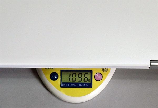 本体重量1096g。