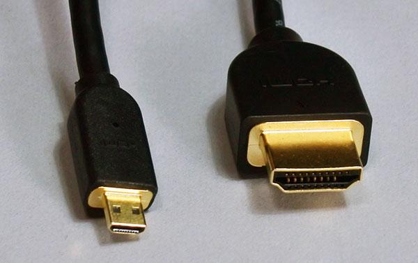 HDMI micro端子とHDMI端子コード(4K対応)による外付モニター接続。