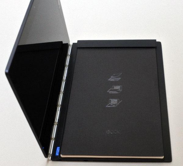 キーボード部分に専用のバインダーを置いてノート筆記が出来る。