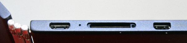 microSDメディアカードリーダー開いた状態)