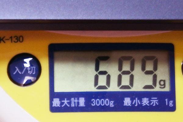 重量689gと軽量。