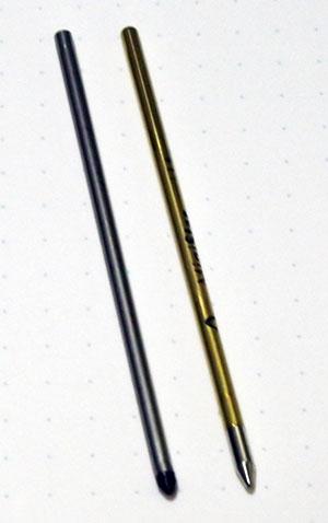 左が入力用リアルペン(EMR芯)。右がボールペンが付いたリアルペン(インク芯)